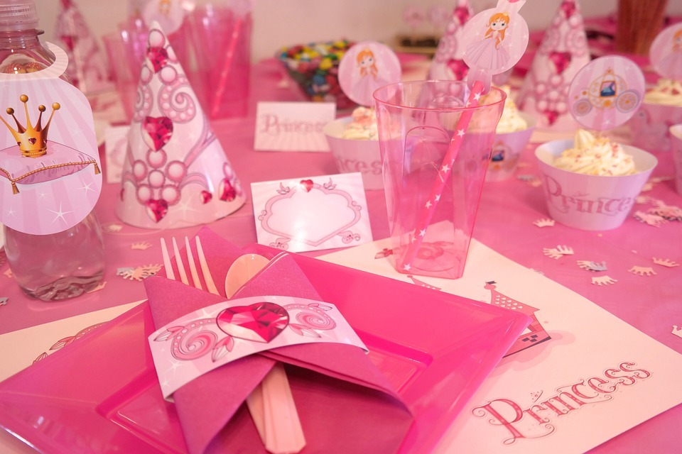 princess party utensils and decorations